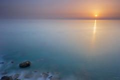 Opuestos / opposites (ivgmarc) Tags: sunset spain conil cdiz oceano atlantico rocas sol frio calor