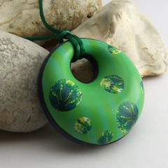 Green pinstripe doughnut pendant (Fulgorine) Tags: blue green yellow kaleidoscope polymerclay gradient pendant scottishpolymerclayguild