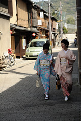 Walking in Gion, Kyoto (Thierry BRULE) Tags: japan nikon kyoto kimono gion japon d700