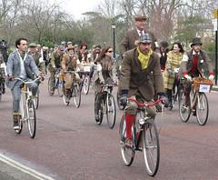 Tweed Run 2013 (205)r (Funny Cyclist) Tags: boy woman man london girl bike bicycle cycling ride trafalgarsquare run holborn cycle touring tweed lincolnsinn londonist 2013 ridingpretty
