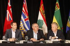 Premiers/premiers ministres McGuinty, Dexter, Charest at news conference/à la conférence de presse