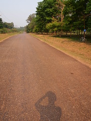, ,  (Die Welt, wie ich sie vorfand) Tags: shadow bicycle myself cycling laos bergamont namngum vientianeprovince laopeoplesdemocraticrepublic laopdr namngumdam    keooudom keooudomdistrict
