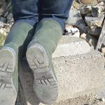 16 -- Abandoned wellies in a farm -- bottes abandonnées dans une ferme thumbnail