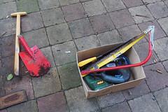 Tools (Arne Kuilman) Tags: fence schutting old new oud nieuw tuin diy doehetzelf opknappen beits hout wood huis house upgrade amsterdam tools gereedschap spade schep