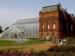 Glasgow greenhouse and People's Palace (Germn Vogel) Tags: europe westeurope northeurope unitedkingdom uk scotland glasgow peoplespalace palace greenhouse building landmark redbrick architecture travel tourism traveldestinations touristattraction traveltourism