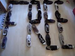 FREE (marsupilami92) Tags: france frankreich îledefrance hautsdeseine 92 courbevoie becon pyramidedechaussures handicapinternational pyramidofshoes chaussures baskets sneakers adidas converse nike springcourt vans free libre