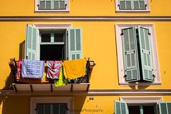 [ sun ] (magdaebasta) Tags: canon eos100d menton pannistesi windows finestre sole sun giallo yellow