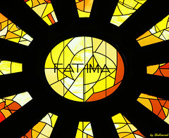 Fatima (Shahrazad26) Tags: sagradafamilia barcelona spanje spain spanien espagna espagne glasinlood stainedglass geel gelb jaune yellow gaudi