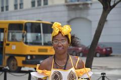 En La Habana Vieja, Cuba. (heraldeixample) Tags: heraldeixample cuba gent people gente pueblo popular habana havana colors colours colores dona woman mujer frau femme fenyw bean donna mulher femeie  kadn   boireannach kobieta albertdelahoz lhavanavella oldhavana habanavieja