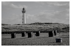 Lighthouse Egmond (Onascht) Tags: lighthouse photoart meer anderestichwörter nordsee schwarzweis holland sommer leuchtturm blackandwhite strandkorb monochrome netherland egmond photography niederlande black strand digitalart nikond610 nordholland white