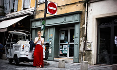 no title (iari fotografia - (Travèt)) Tags: girl red sexy phone indifference enter divieto street skirt simbolic canon 600d