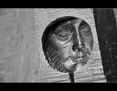 Porta del Palau del Lloctinent (PCB75) Tags: barcelona door city cit catalonia escultura porta 1975 porte catalunya ciutat catalogna barrigtic catalogne gtic relleu jmsubirachs paludellloctinent