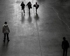 photo finish (donvucl) Tags: shadow bw london reflections movement running tatemodern turbinehall crack figures donvucl