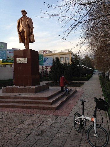 I am not the only one that goes to Lenin with bicycle #bicycle #mariupol #lenin #ukraine