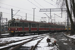 PR EN57-1237 , Wrocaw Gwny train station 02.04.2013 (szogun000) Tags: railroad winter snow station electric set train canon tren poland polska rail railway commuter emu pr passenger trem treno ezt regio wrocaw pkp pocig  lowersilesia dolnolskie dolnylsk en57 wrocawgwny en571237 przewozyregionalne canoneos550d canonefs18135mmf3556is d29271 d29132 d29276 d29273 d29285 d29763