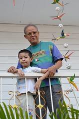 with grandpa and a mobile (the foreign photographer - ฝรั่งถ่) Tags: boy mobile portraits thailand bangkok balcony grandfather grandpa railing khlong bangkhen thanon