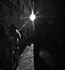 """ Light on hairs "" (pigianca) Tags: blackandwhite streetphoto siena backlit biancoenero controluce viadeipellegrini d700 1424mmf28"