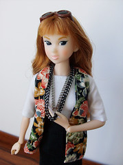 Hi! I'm Ingrid! (squish.tish) Tags: sunglasses fashion shirt vintage necklace doll skirt blouse clothes chain vintagefabric vest fashiondoll sekiguchi momoko petworks dollydot squishtish