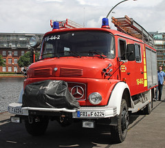 1113 fire truck (The Rubberbandman) Tags: wilhelmshaven mercedes benz 1113 fire truck engine brigade department fighting feuerwehr airfield airport dept equipment german germany red unused vehicle fahrzeug laster outdoor