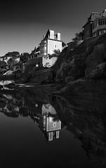 Dinard en N&B (France, Bretagne) (AleX.D - SuShY**) Tags: canon canon7d 7d 1022 uga blanc black noir noiretblanc white dinard bretagne paysage reflet eau water maison house