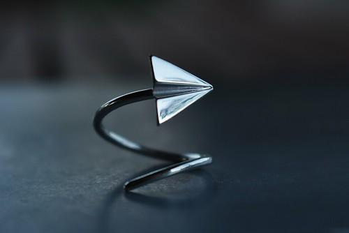paper plane ring by calcagnini gioielli