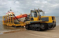 Boot uit het water (Romar Keijser) Tags: knrm texel cocksdorp beursplein 5 valentijn klasse reddingsboot vrijwilligers roodberg tractor