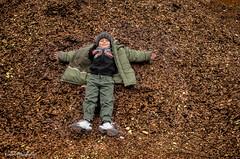 Retrato de un Juego (Kuyen Fotografas) Tags: juego retrato arcilla barro nio