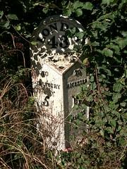 Waddesdon Parish - To Bicester / To Aylesbury (Stephen Cannon) Tags: buckinghamshire waddesdon a41 milestone