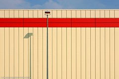 EINSAME STRASSENLATERNE (rolleckphotographie) Tags: architecture architektur fassade facade minimal minimalism simplicity sony slta65v lampe lamp urban rolleckphotographie stefanrollar colorful cologne kln