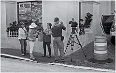 Big Bacon (Samy Collazo) Tags: canonlvsb1952 industar2250mmf35 kodaktrix400 sanjuan oldsanjuan viejosanjuan puertorico aceras sidewalk blancoynegro bw bn blackwhite