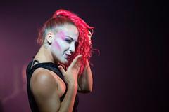 Un bacio a voi (Fiore Nino) Tags: ballo spettacolo festa danza colori color magaluf spagna maiorca ritratti ritratto donna ragazza viola