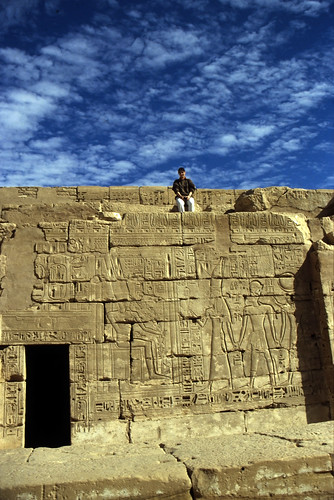 "Ägypten 1999 (448) Theben West: Medinet Habu • <a style=""font-size:0.8em;"" href=""http://www.flickr.com/photos/69570948@N04/29294251534/"" target=""_blank"">View on Flickr</a>"