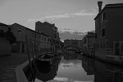 imbrunire (conteluigi66) Tags: laguna canale murano casa case edifici barca barche ombre riflessi riflesso ombra imbrunire sera notte scuro burano venezia