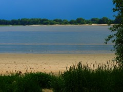 Naturufer an der Elbe (Sophia-Fatima) Tags: elbe wedel schleswigholstein deutschland fluss river blauerhimmel bluesky sandstrand beach nikonflickraward