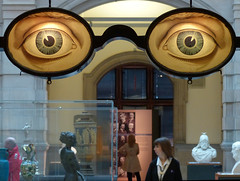 Watching over the gallery - Should have gone to Specsavers! (velton) Tags: art museum giant glasses eyes gallery glasgow specs spectacles specsavers kelvingrove optometrist optician steward