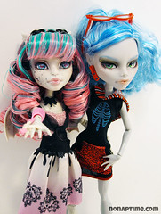 Hestia and Jade (nonaptime) Tags: ooak bratz repaint customdoll monsterhigh ghouliayelps rochellegoyle
