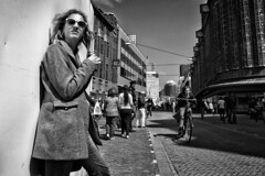 Hello Sun! (Daan L) Tags: city bw sun girl thenetherlands denhaag april nl thehague grotemarktstraat 2013 daanloeff