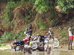 river side motocycle wash (vincentello) Tags: river south sudan nile nil fleuve juba sudsoudan