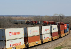 Two Trains on the Curve (JayLev) Tags: chillicothe curve bnsf houlihans edelstein