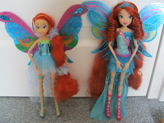 Witty toys vs Jakks Pacific (starwinx77) Tags: club season toys doll pacific 5 collection bloom harmonix witty jakks winx