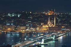 View from the Galata tower (Bahanick --(Next upload: Istanbul shots)) Tags: camera blue original light tower art colors up look composition contrast turkey dark for reflex raw torre foto with arte bright image sofia good picture shapes istanbul palace mosque spices egyptian saturation su ottoman bazaar visual emotions per curiosity colori topkapi harem con luce bosphorus romanic minarets cistern forme sensation galata hagia riflesso moschea composizione scuro sensazioni immagine turchia emozioni suleymaniye chiaro bosforo tonality costantinopoli egizio bisanzio visivo solimano