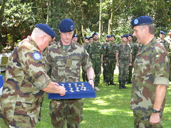 Gen. Gerald Aherne presents CSDPM medals to EUTM personnel (European External Action Service - EEAS) Tags: operations missions somalia eeas eutm csdp