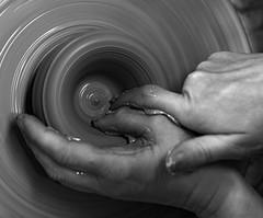 poterie-6 (xtrice) Tags: france tour gimp bretagne mains poterie atelier glaise rawtherapee stjeanlapoterie