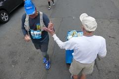 Combo Fist Bump/ High Five between Runner 70,909 and Dave, San Francisco Marathon Waller Street Cheerleader (Lynn Friedman) Tags: fistbump highfive cheerleader dave sanfrancisco marathon wallerstreet encouragment endurance runner