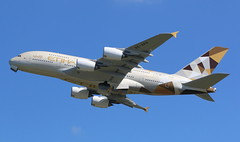 Etihad Airways Airbus A380-800 (AMSfreak17) Tags: amsfreak17 danny de soet canon 70d lhr egll londen london luchthaven heathrow airport vliegtuigen vliegtuig aircraft airplane jet jetphotos planespotting luchtvaart vertrek aankomst departure arrival spotter planes world of airplanes united kingdom england great britean europe dutch northern runway 27r take off etihad airways airbus a380800 a6aph a380