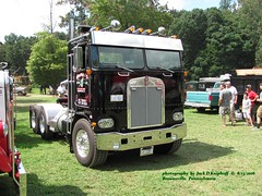 Kenworth COE day cab, Brownsville, PA. 8/13/2016 (jackdk) Tags: truck cabover coe kw kenworth semi bobtail brownsville nationalpikenationalpikesteamshow