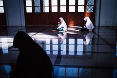 * (Sakulchai Sikitikul) Tags: street film leica m6 thailand ttl kodak 35mm 200 muslim islamic children streetphotography summicron songkhla snap