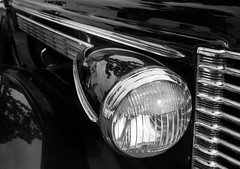 Widnes vintage rally car detail 07 sep 16 (Shaun the grime lover) Tags: widnes victoria park cheshire lancashire vintage rally 1938 buick roadmaster car automobile headlight detail fair monochrome vehicle