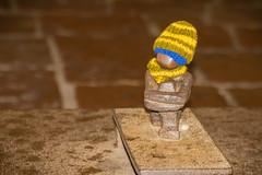 Järnpojke (Marcy Leigh) Tags: järnpojke ironboy littleboylookingatthemoon scandinaviaaugust2016 sweden travel gamlastan stockholm scandinavia hat scarf statue 15cm monument 116picturesin2016 howsmallcanyougo lisseriksson outdoors