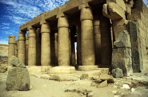"Ägypten 1999 (433) Theben West: Ramsesseum • <a style=""font-size:0.8em;"" href=""http://www.flickr.com/photos/69570948@N04/29475791120/"" target=""_blank"">View on Flickr</a>"